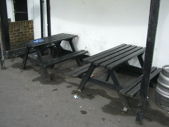 Old Oak Tree Inn: The garden, clean and tidy.