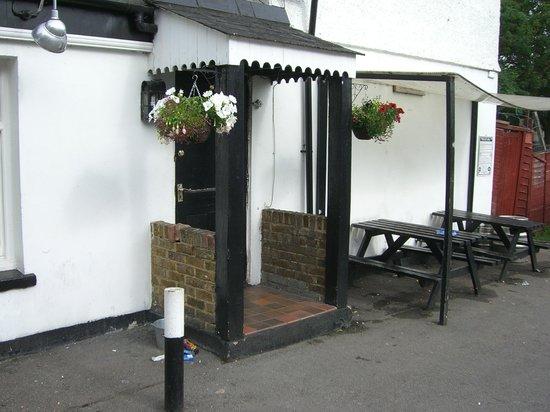 Old Oak Tree Inn: Main entrance to the pub-motel.
