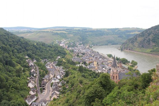 Castle Hotel Auf Schoenburg: The view from the Castle lookout over Oberwesel
