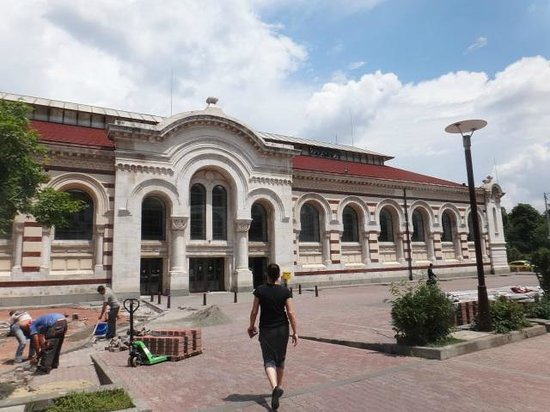 Central Market Hall (Tsentralni Hali): The outside view of the shopping mall
