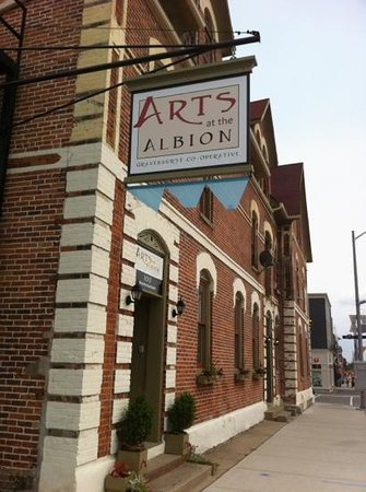 ‪Arts at the Albion‬
