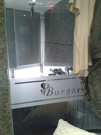 Burgary Hotel: bathroom