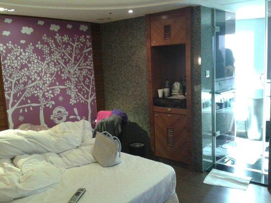 Burgary Hotel: room