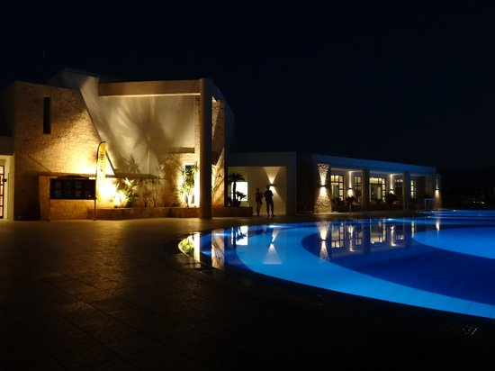 Grand Hotel Holiday Resort : Main pool at night