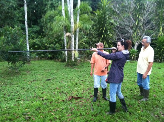 Yarina Eco Lodge: trying my hand at blowing darts!