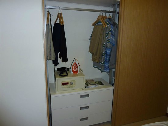 Redwood@Central: Closet