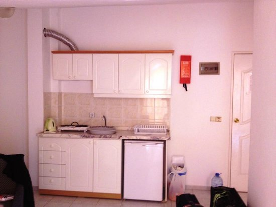 Kleopatra Apartments: Kitchen area