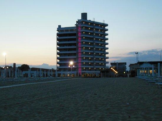 Adriatic Palace Hotel: vom Strand aus