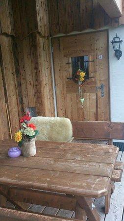 LaPosch Chalet Resort: Eingang und Sitzplatz Mountain Chalet