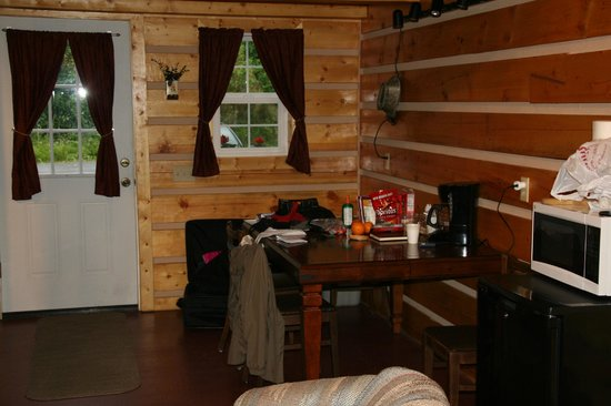Salmon Creek Cabins : the kitchen part