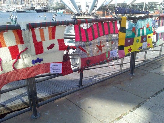 City Sightseeing : Génova 1 knit art