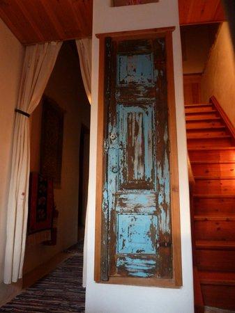 Apollo Guest House: Flott gammel dør i gangen