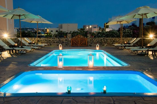 Anessis Apartments: Pool & Jacuzzi