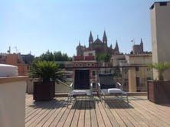 Hotel Tres: The lovely (quiet) roof terrace.