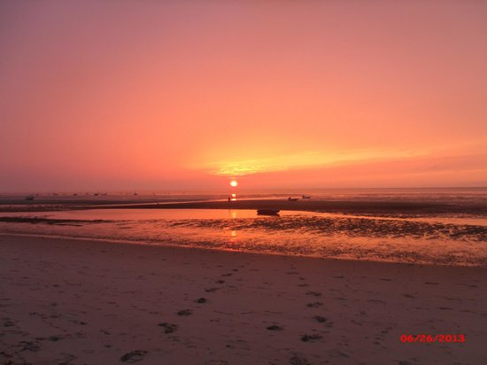 Linger Longer By The Sea : Sunset on the Beach
