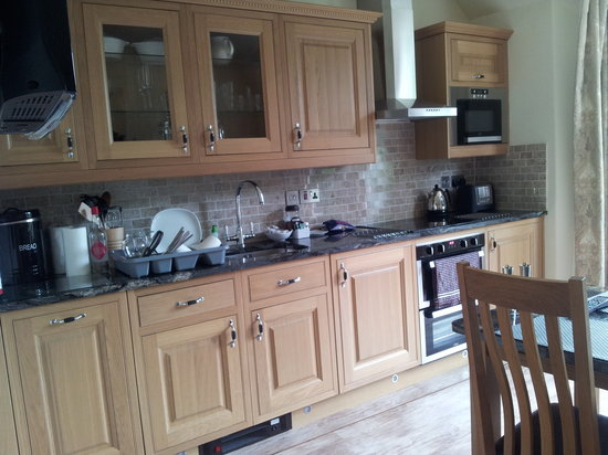Deloraine Holiday Homes: Kitchen