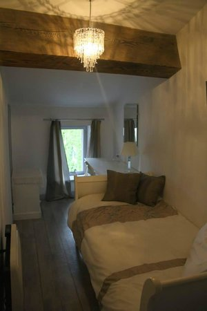 Chez Dyna: Single bedroom of L'Ancienne Forge
