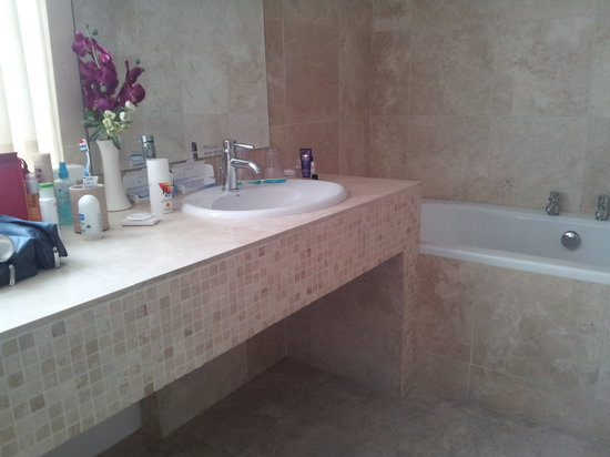 Deloraine Holiday Homes: Bathroom