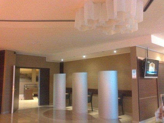 Winter Garden Hotel: Decoración del lobby