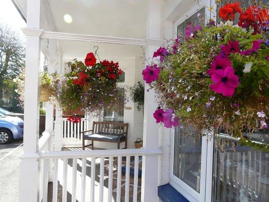 Alexander Lodge: Veranda Porch view