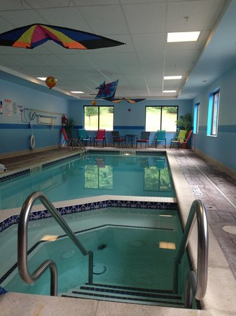 Wingate by Wyndham York: Indoor Heated Swimming Pool