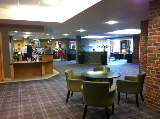Village Hotel Bournemouth: Reception centre, Victory pub right, gym far left, Starbucks far centre