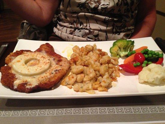 Hedi's Wine Bistro : Pineapple/cheese Schnitzel