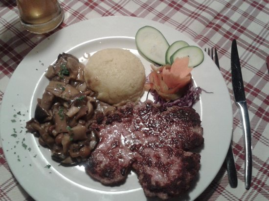 Ristorante El Resole': piatto con polenta funghi e salamella...slurp