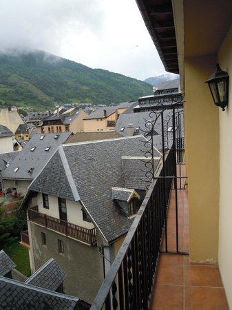 Husa Riu Nere: La otra parte , la derecha, des de el balcón.