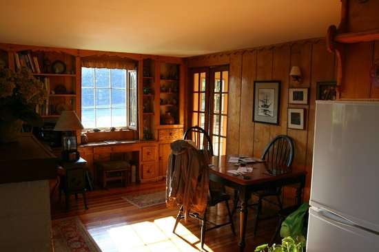 Hoedel's Homestead Cottage: living room part 3