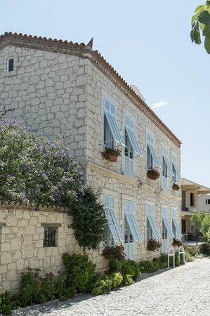 Incirliev Alacati: Side of the Incirliev facing the street