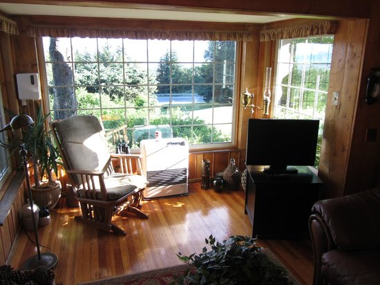 Hoedel's Homestead Cottage : living room part 1
