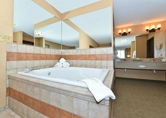 Comfort Inn & Suites: Presidential Suite with Hot Tub