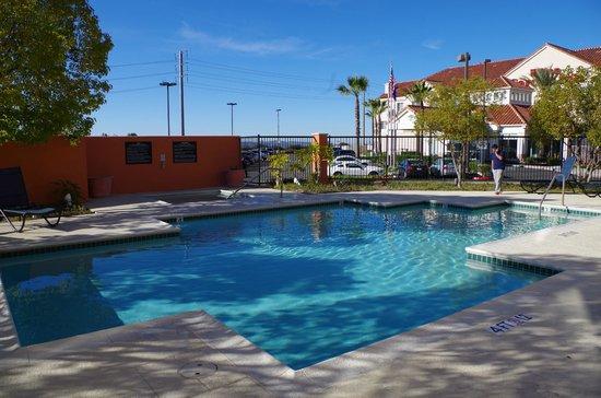 Hampton Inn Irvine East - Lake Forest : Swimming Pool