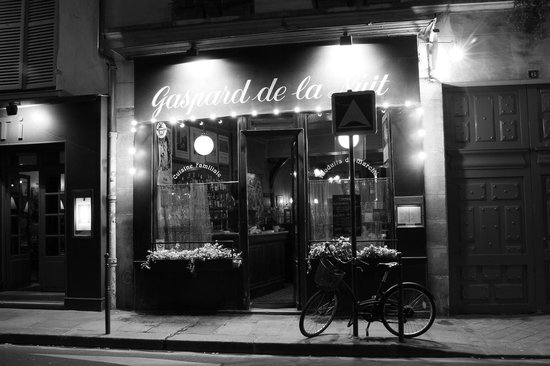Photo Tours In Paris: At night in Le Marais