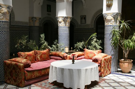 Riad El Yacout: Seating in the courtyard