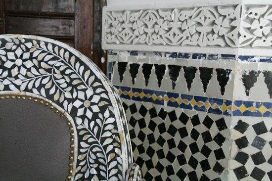 Riad El Yacout: Chair and pillar