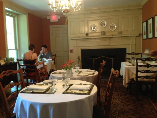 Woolverton Inn: Dining ares, so quaint!