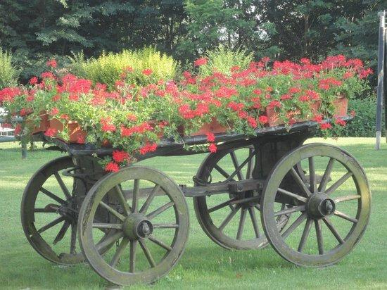 Romantic Hotel Furno: Beautiful gardens