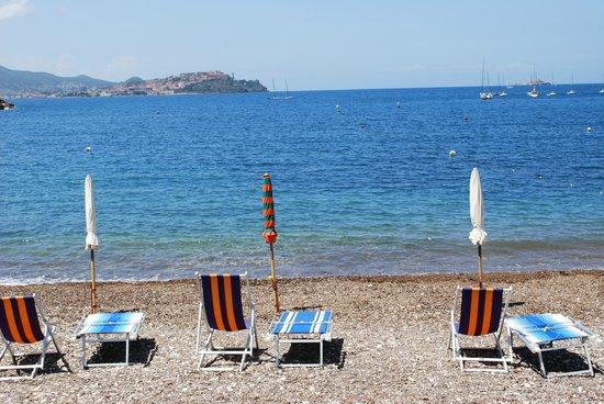 Hotel La Feluca : spiaggia di Bagnaia