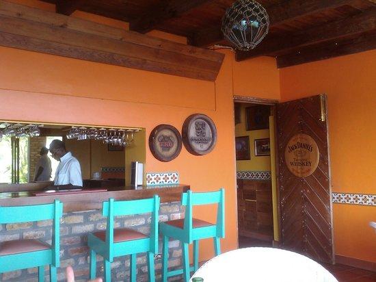Grand View Beach Hotel: Bar / restaurant