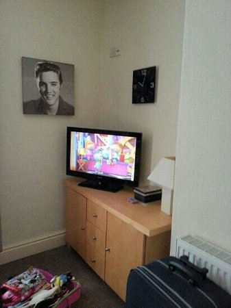Red Rose Holiday Flats: TV and DVD player in flat 3