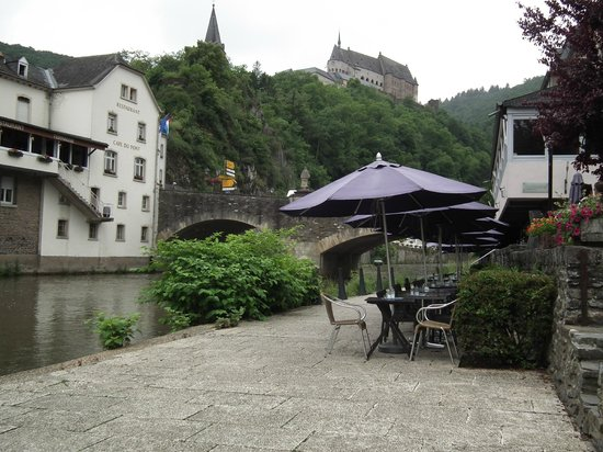 Auberge de l'Our : Seating by the river