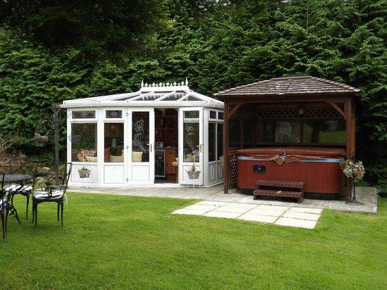 Brackenhurst House : Hot tub