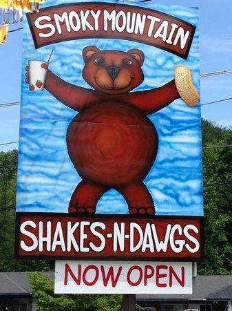 ‪Smoky Mountain Shakes N Dawgs‬