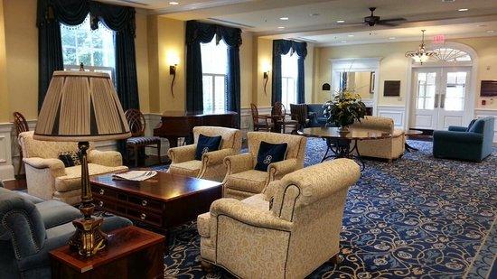 Boone Tavern Hotel: lobby