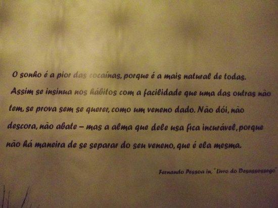 Castilho House: Poema de Fernando Pessoa numa das paredes