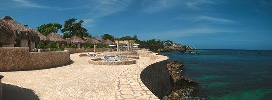 The SPA Retreat Boutique Hotel: Beach Deck