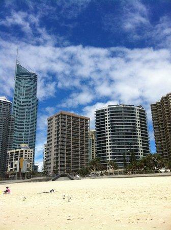 Surfers International: vu de l'hôtel depuis la plage
