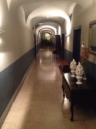 York House: couloir chambres rdc